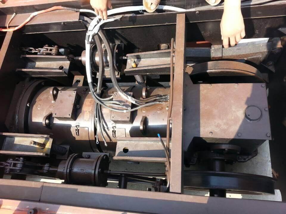 Сборка электровоза после ремонта. Виден пневматический тормоз