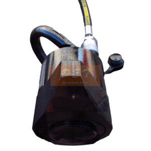 Гидравлический домкрат КСПА-45 вид сбоку с рукавом высокого давления