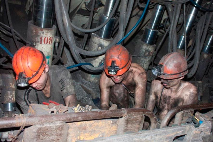 Шахтёры уголь